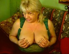 Big Titts Granny in the webcam R20