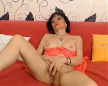 milf 40 fingering hot gran