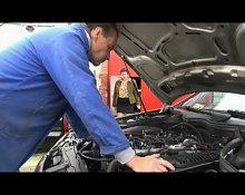 LJ95 Simone paye en nature la reparation de son auto