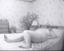 Spying my mature mum masturbating on bed
